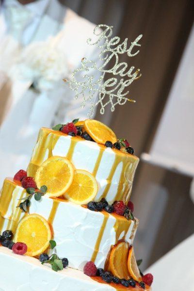 ケーキをゲストの前で完成させる人気演出♪【カラードリップケーキって知っていますか?】