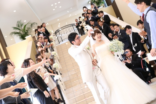 【おふたりらしい結婚式】フラワーシャワーだけじゃない!〇〇シャワー特集♪