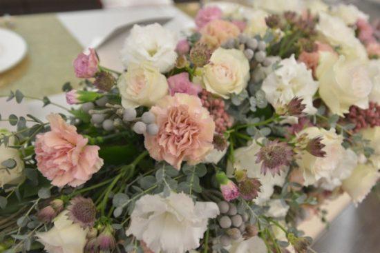テーブル装花特集 先輩花嫁さまの結婚式より 会場を華やかに彩る