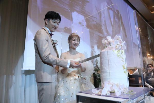 【幸せを分け合うウェディングケーキ特集♪】定番はもちろんオシャレ花嫁さまに人気の海外風☆さらにケーキ以外のめずらしい演出までご紹介いたします!